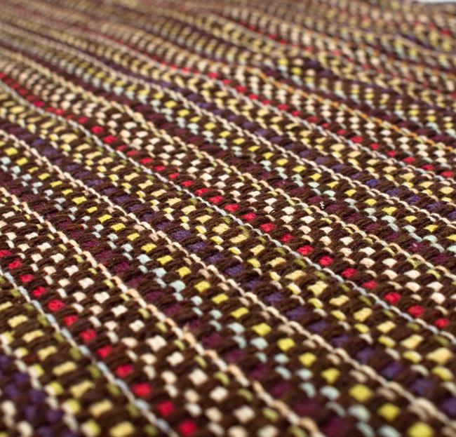 インドコットンの手織りラグマット【約65cm×約42cm】 - 濃茶色の写真4 - ラグの表面を撮影しました