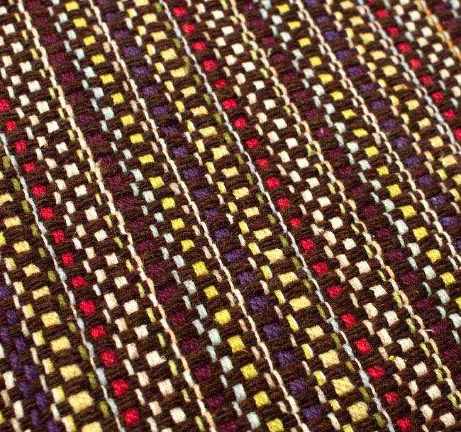 インドコットンの手織りラグマット【約65cm×約42cm】 - 濃茶色の写真5 - ラグの表面を別の角度から撮影しました
