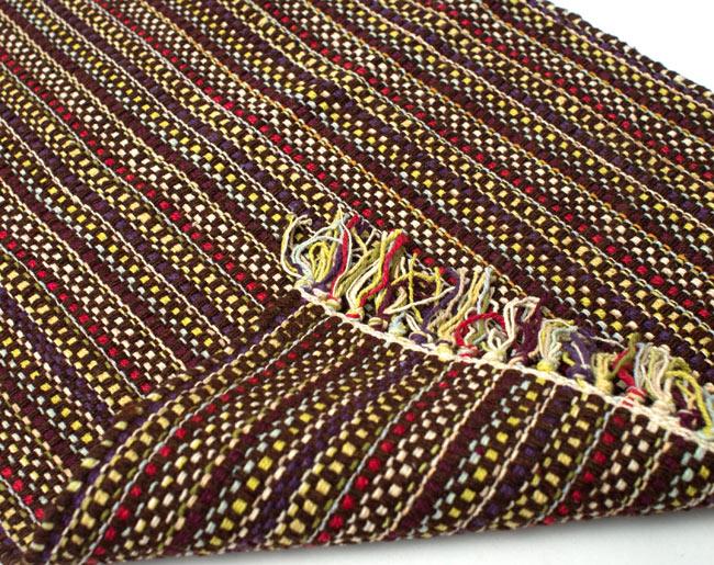 インドコットンの手織りラグマット【約65cm×約42cm】 - 濃茶色の写真8 - 織って作っているラグですので、裏面は同じデザインです