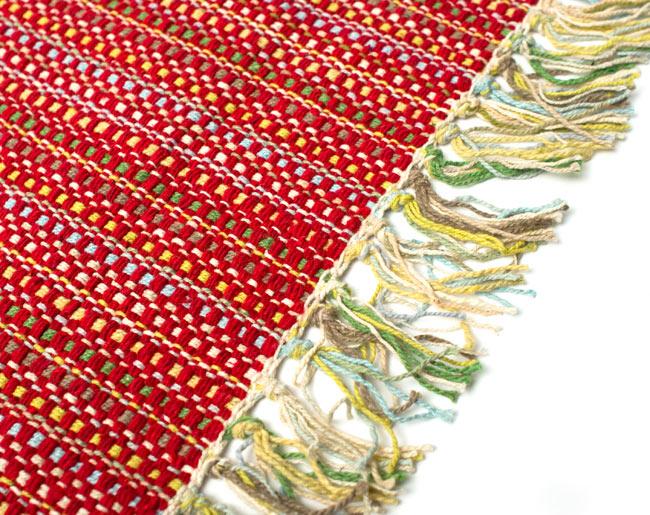 インドコットンの手織りラグマット【約65cm×約42cm】 - 赤の写真3 - フリンジ部分をもっと大きく撮影しました