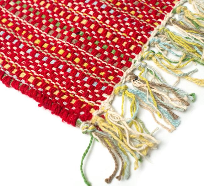 インドコットンの手織りラグマット【約65cm×約42cm】 - 赤の写真6 - フリンジ部分をもっと大きく撮影しました