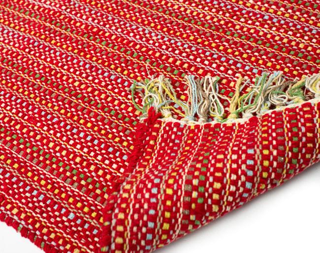 インドコットンの手織りラグマット【約65cm×約42cm】 - 赤の写真8 - 織って作っているラグですので、裏面は同じデザインです
