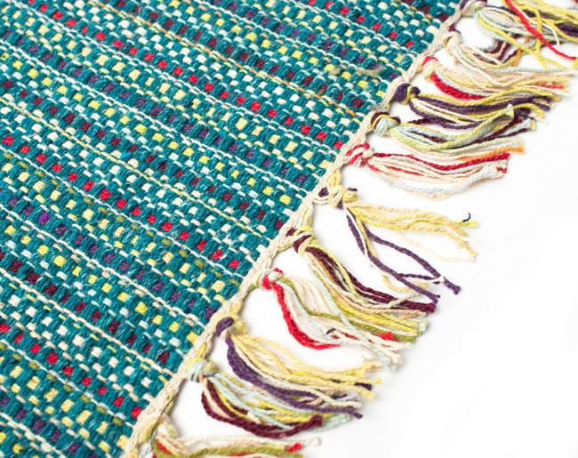 インドコットンの手織りラグマット【約65cm×約42cm】 - ピーコックブルーの写真3 - フリンジ部分をもっと大きく撮影しました