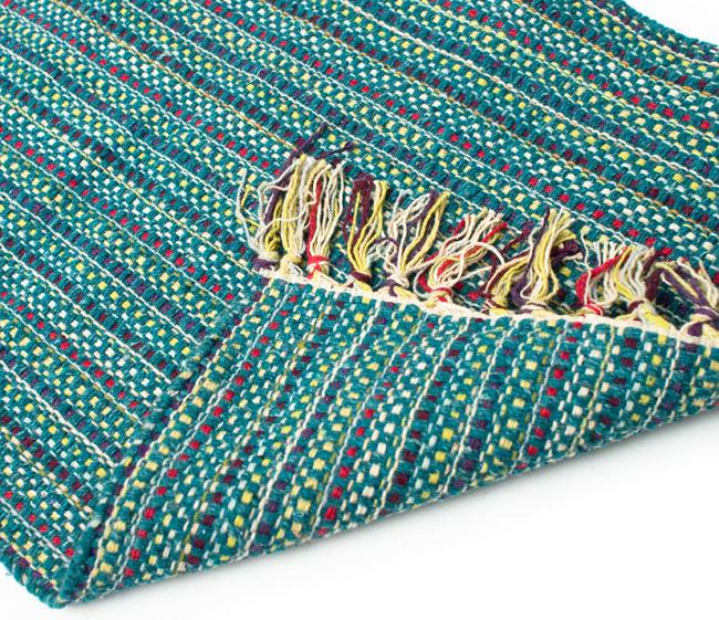 インドコットンの手織りラグマット【約65cm×約42cm】 - ピーコックブルーの写真7 - 織って作っているラグですので、裏面は同じ柄になります