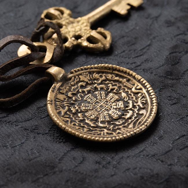 チベット仏教 カレンダーのキーホルダー&ペンダントの写真6 - 実際に鍵をつけてみました