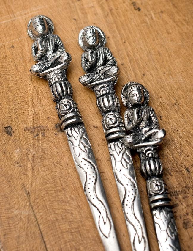 アジアン金属のかんざし【ブッダ】 5 - 一つ一つ微妙に仕上がりが異なるのも、手作りならではの魅力ですね。