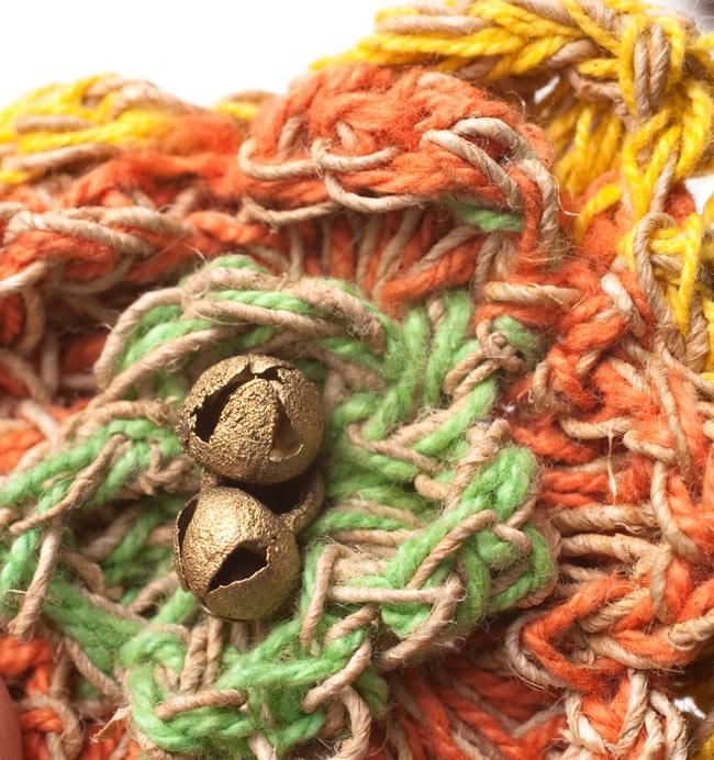 ヒマラヤヘンプのブローチの写真3 - チリチリと鳴る鈴付きです