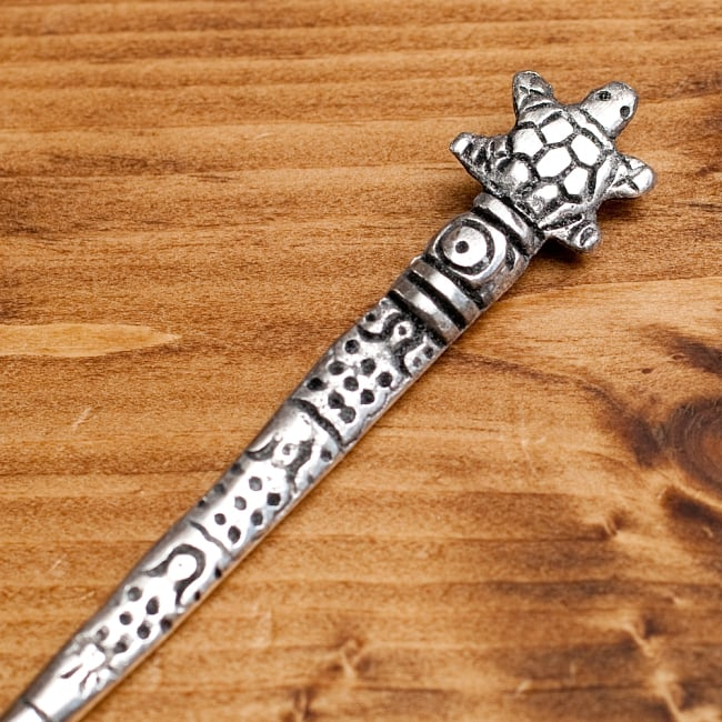 アジアン金属のかんざし【亀さん】 2 - 部分拡大してみました。可愛いデザインです。