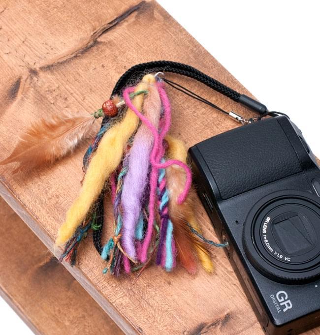 マッシュルームと手作りフェルトのストラップ 13 - カメラなどなど、様々な用途にご使用いただけます。先端がフックになっているので、取り外しもとっても便利な一品です。