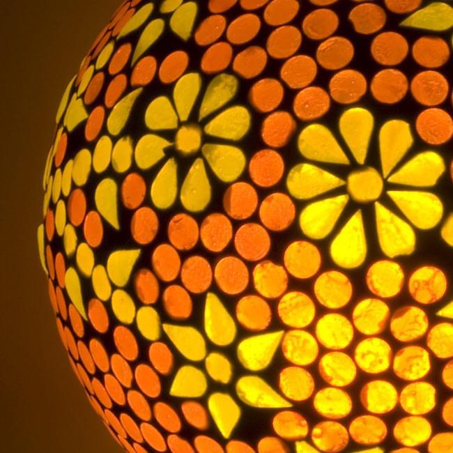 吊り下げモザイクランプ - 球形 (直径:約15cm)の写真2 - 拡大写真です。