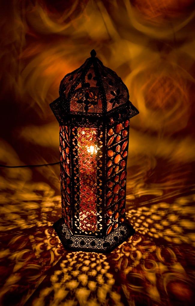 床置きアラビアンランプ - 柱型の写真2 - 周囲に投げかける影も美しいランプです