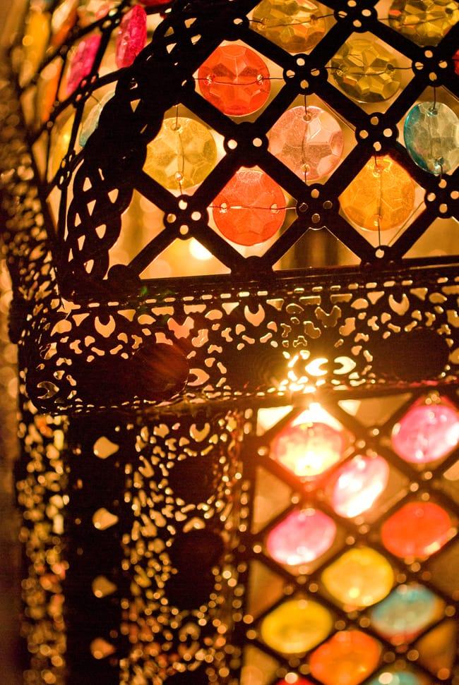 吊り下げアラビアンランプ - 提灯型の写真3 - 幻想的な灯りです。