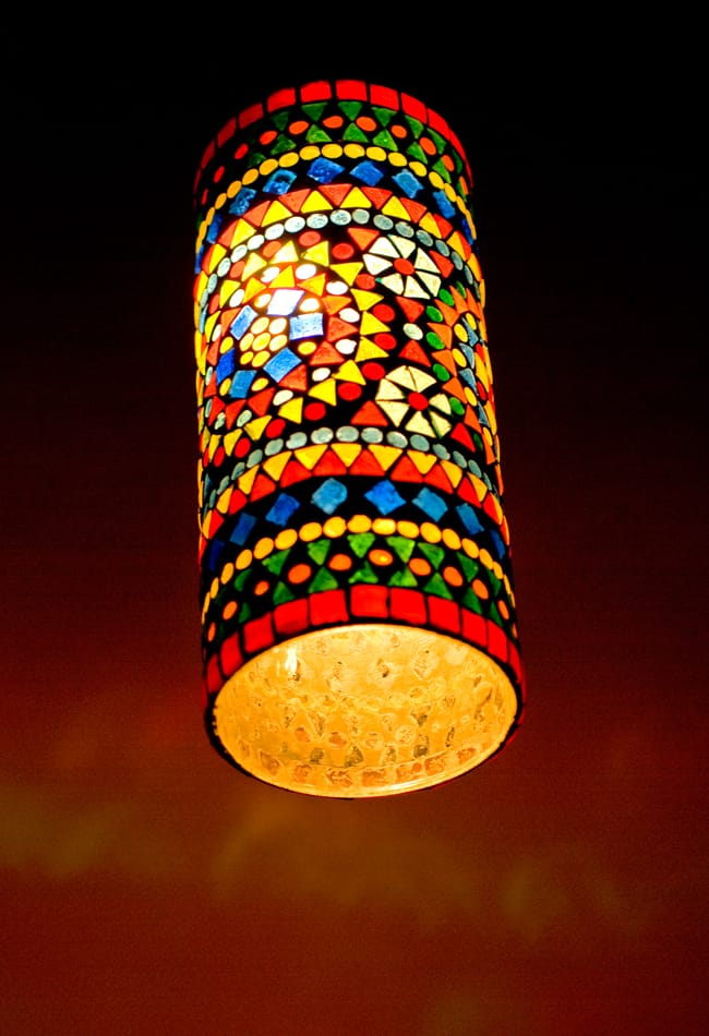 吊り下げモザイクランプ - 長丸型(直径:約10.5cm)の写真4 - 明るくして全体を見えるようにしました
