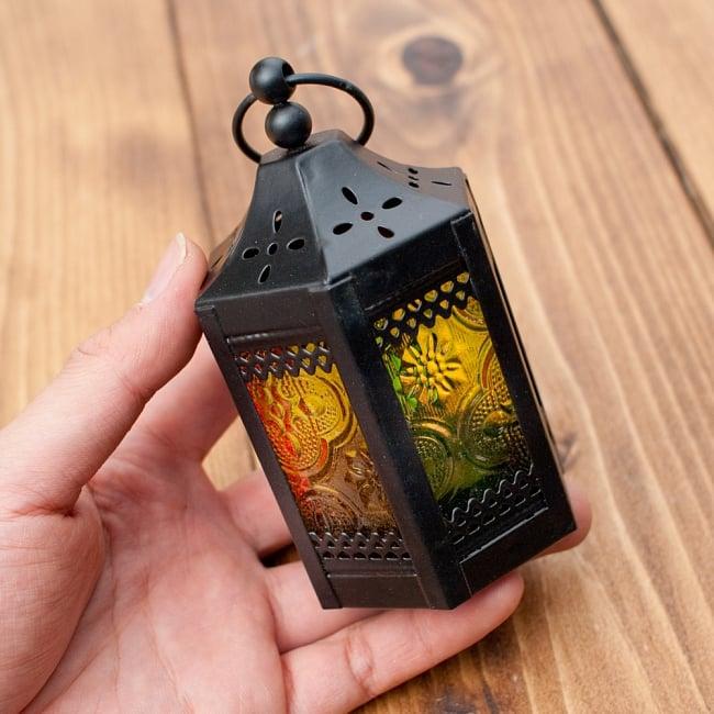 【11.5cm】スタンド型LEDキャンドルランタン【ロウソク風LEDキャンドル付き】の写真9 - このくらいのサイズ感です