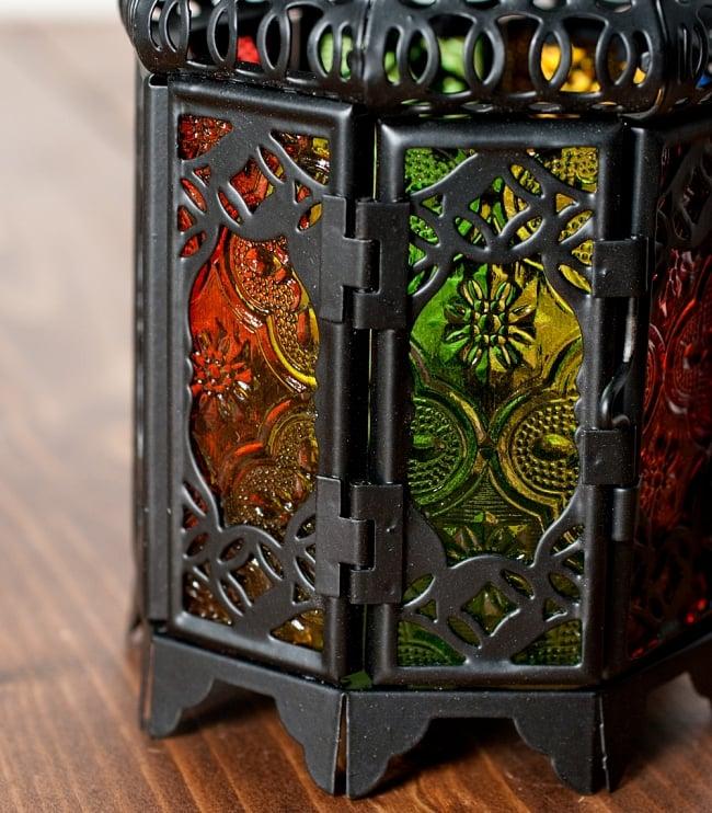 【19cm】スタンド型LEDキャンドルランタン【ロウソク風LEDキャンドル付き】の写真4 - 模様の付いた色とりどりのガラスが嵌め込まれていて、とても雰囲気があります。