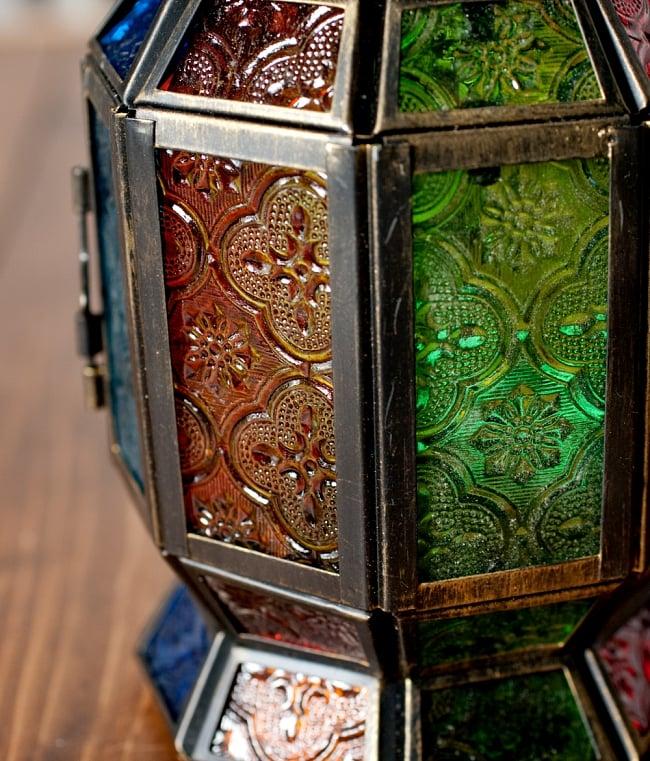 【23cm】スタンド型LEDキャンドルランタン【ロウソク風LEDキャンドル付き】 4 - 模様の付いた色とりどりのガラスが嵌め込まれていて、とても雰囲気があります。