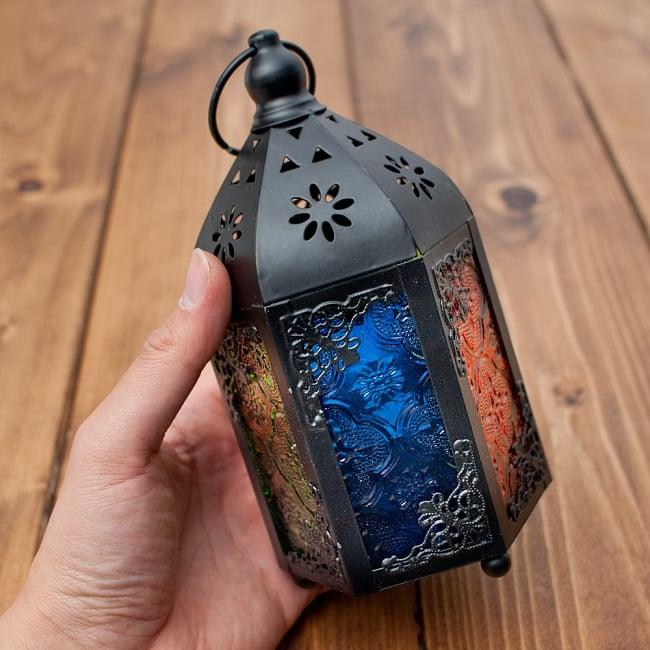 【17cm】スタンド型LEDキャンドルランタン【ロウソク風LEDキャンドル付き】の写真7 - このくらいのサイズ感です