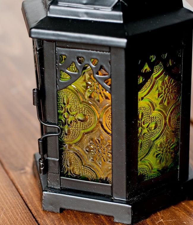 【18cm】スタンド型LEDキャンドルランタン【ロウソク風LEDキャンドル付き】 4 - 模様の付いた色とりどりのガラスが嵌め込まれていて、とても雰囲気があります。