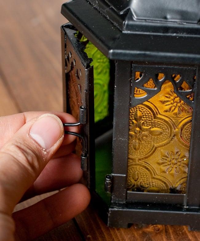 【18cm】スタンド型LEDキャンドルランタン【ロウソク風LEDキャンドル付き】の写真6 - こちら蝶番を抜くと開くようになっています