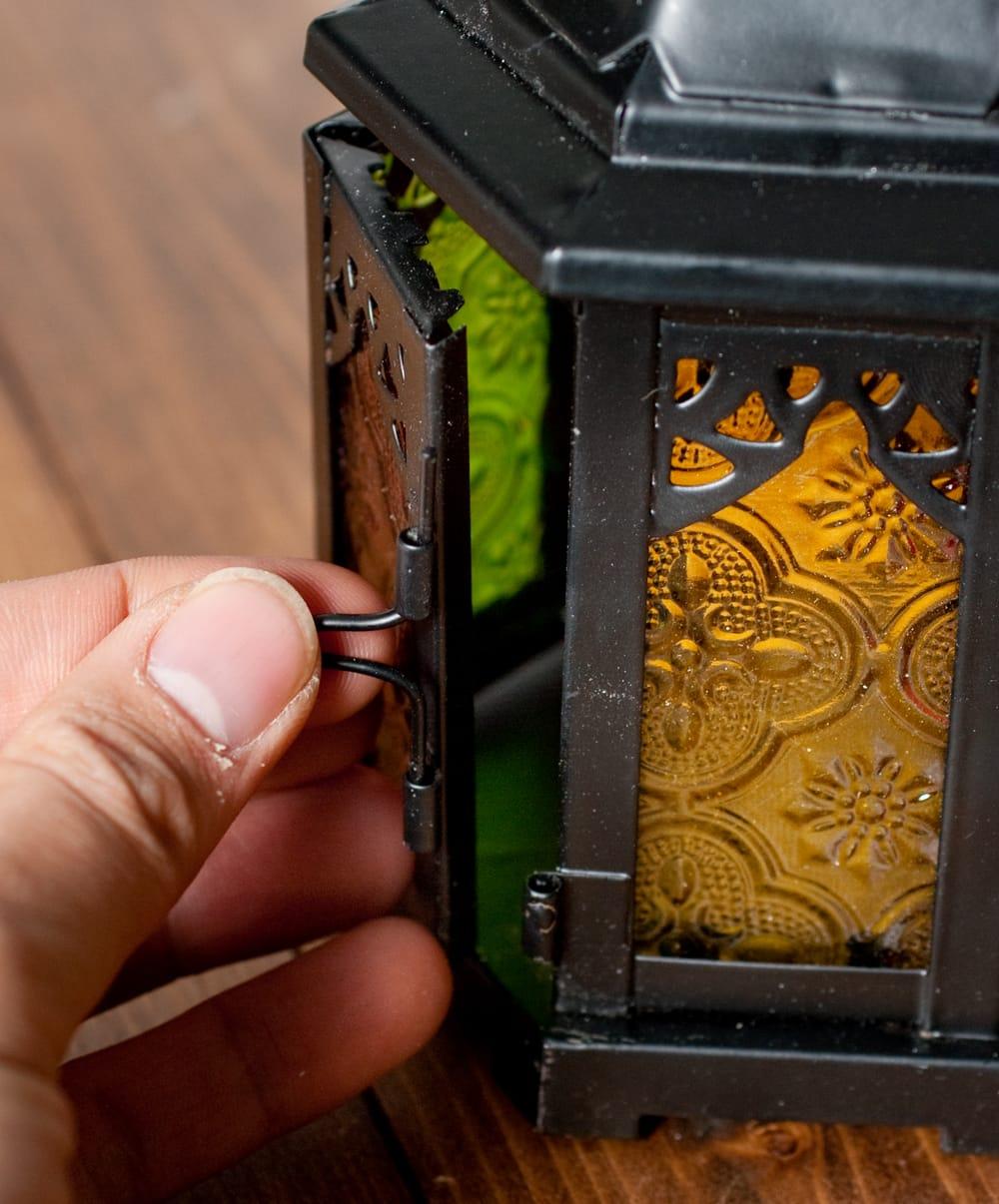 【18cm】スタンド型LEDキャンドルランタン【ロウソク風LEDキャンドル付き】 6 - こちら蝶番を抜くと開くようになっています