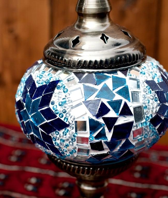 モザイクガラスのアラビアンランプ - 床置の写真4 - このモザイク状のガラスにより、ふんわりとした光になります。