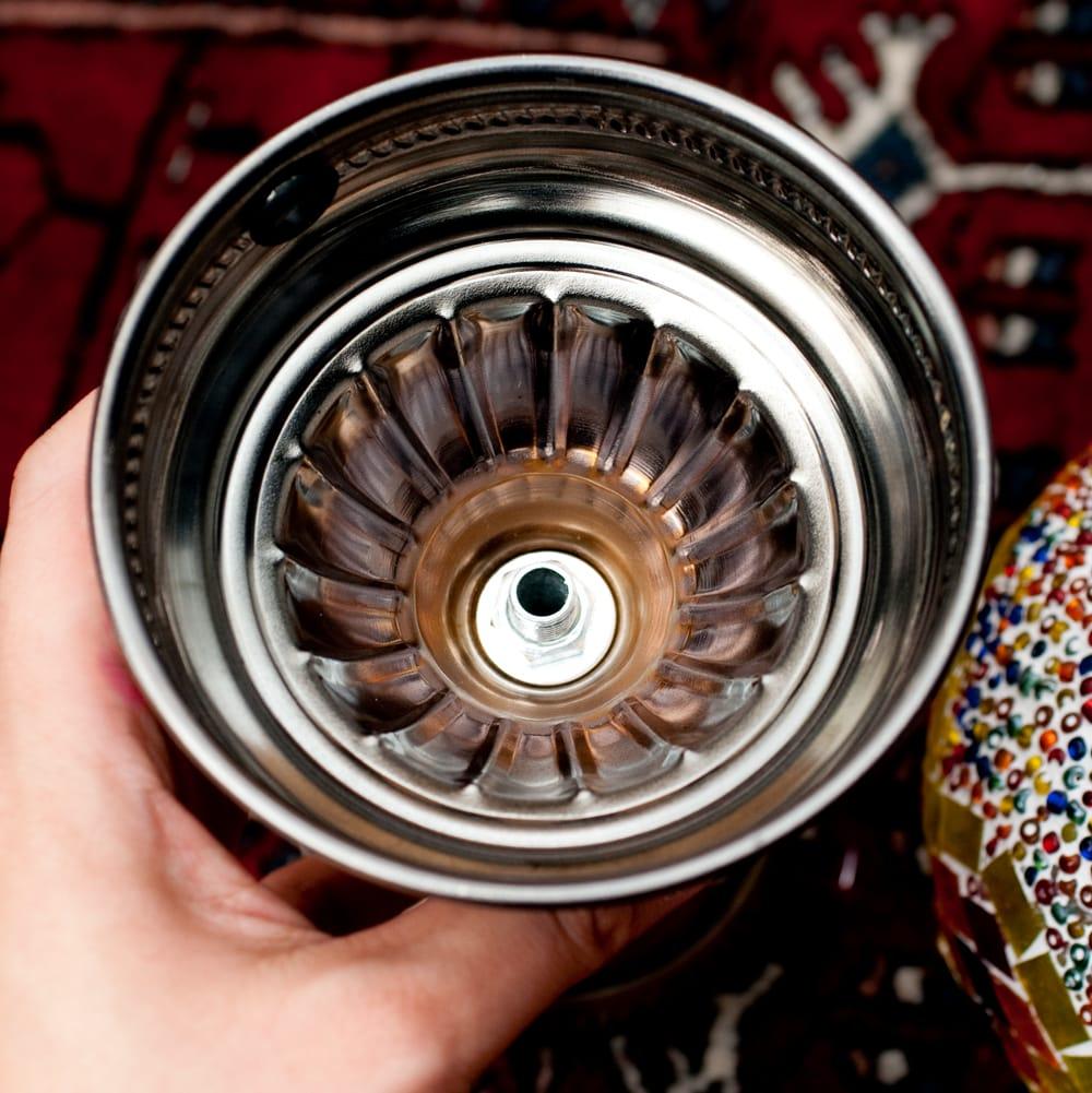 モザイクガラスのアラビアンランプ - 床置 12 - 土台部分の裏面の写真です。この管に下から配線を通します。