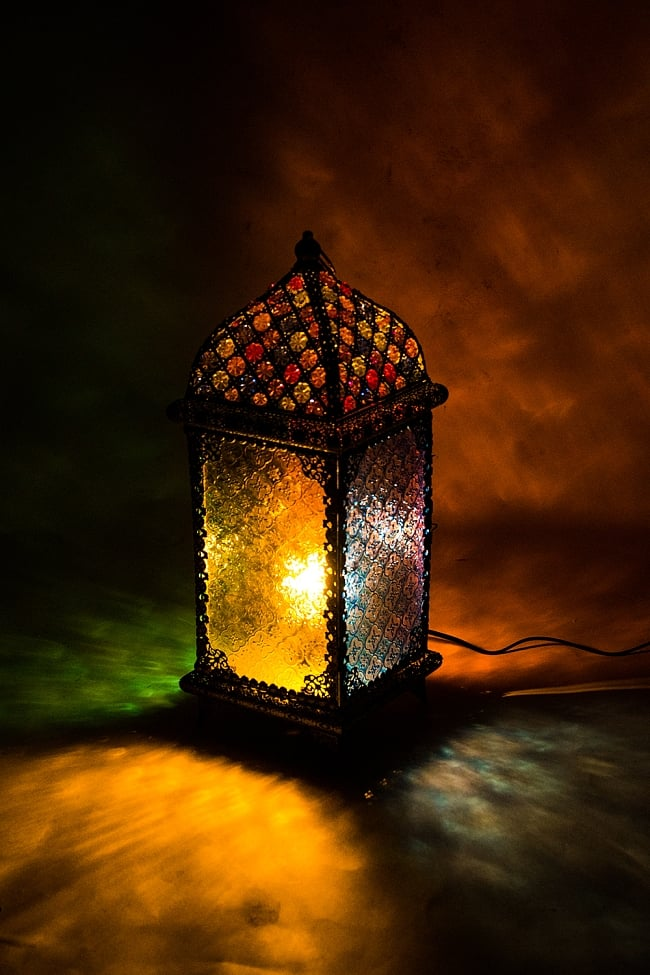 床置・吊下げ兼用アラビアンランプ - 角型の写真2 - 四方向に色とりどりの灯りが放たれます。