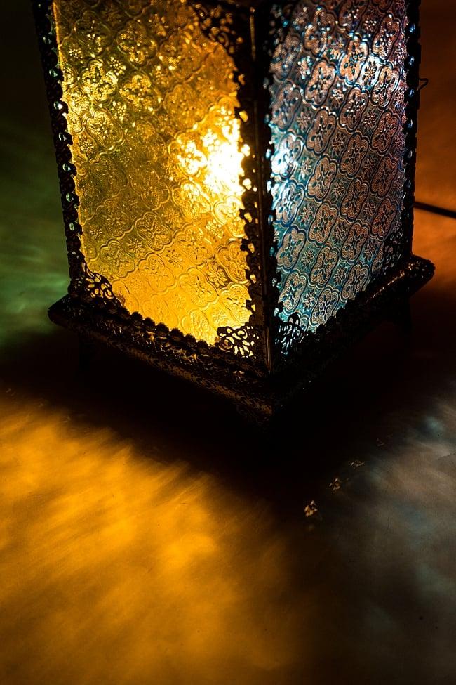 床置・吊下げ兼用アラビアンランプ - 角型の写真4 - 床にこぼれ落ちる灯りもきれいですね!