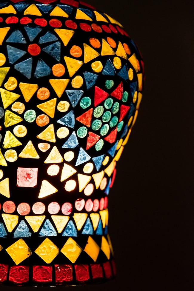 吊り下げモザイクランプ 直径13.5cm 2 - 明かりをつけてみました。幻想的でかわいいランプです。