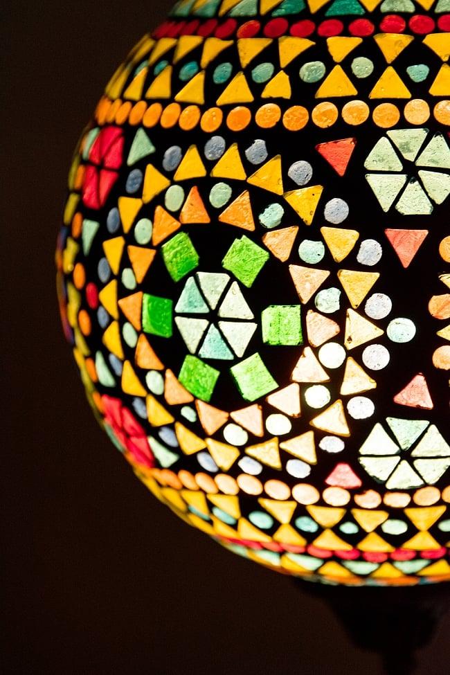 吊り下げモザイクランプ 直径18.5cm 2 - 明かりをつけてみました。幻想的でかわいいランプです。