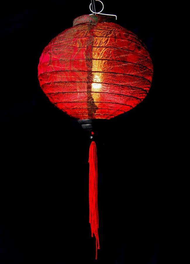 ベトナム伝統のホイアン・ランタン(提灯) -丸型 小 2 - 商品の全体像です。エスニックなムードたっぷりのランタンです。