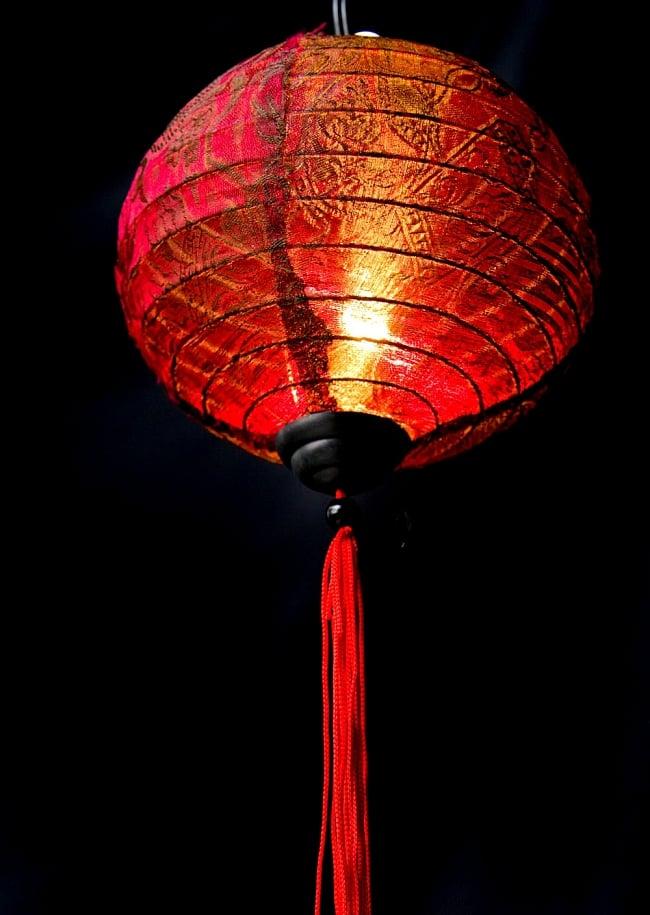 ベトナム伝統のホイアン・ランタン(提灯) -丸型 小 4 - 商品の下部はこんな感じになっています。工夫をすればランタンの下にランタンも付けられちゃいます。