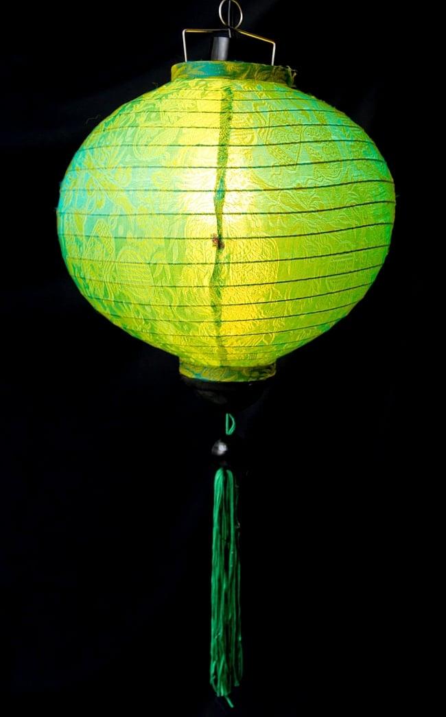 ベトナム伝統のホイアン・ランタン(提灯) -丸型 大 2 - 商品の全体像です。エスニックなムードたっぷりのランタンです。