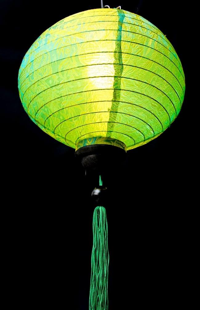 ベトナム伝統のホイアン・ランタン(提灯) -丸型 大 4 - 商品の下部はこんな感じになっています。工夫をすればランタンの下にランタンも付けられちゃいます。