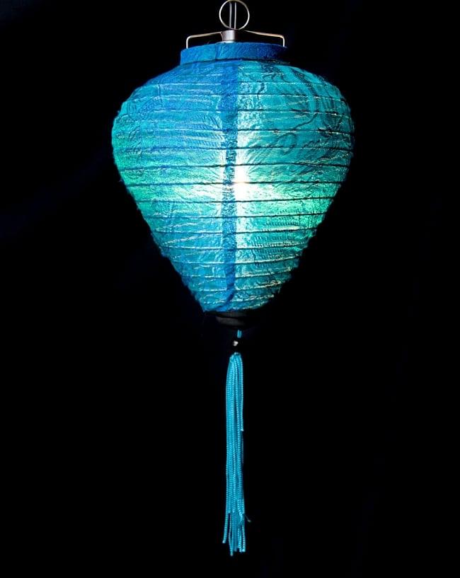ベトナム伝統のホイアン・ランタン(提灯) お椀型 小 2 - 商品の全体像です。エスニックなムードたっぷりのランタンです。