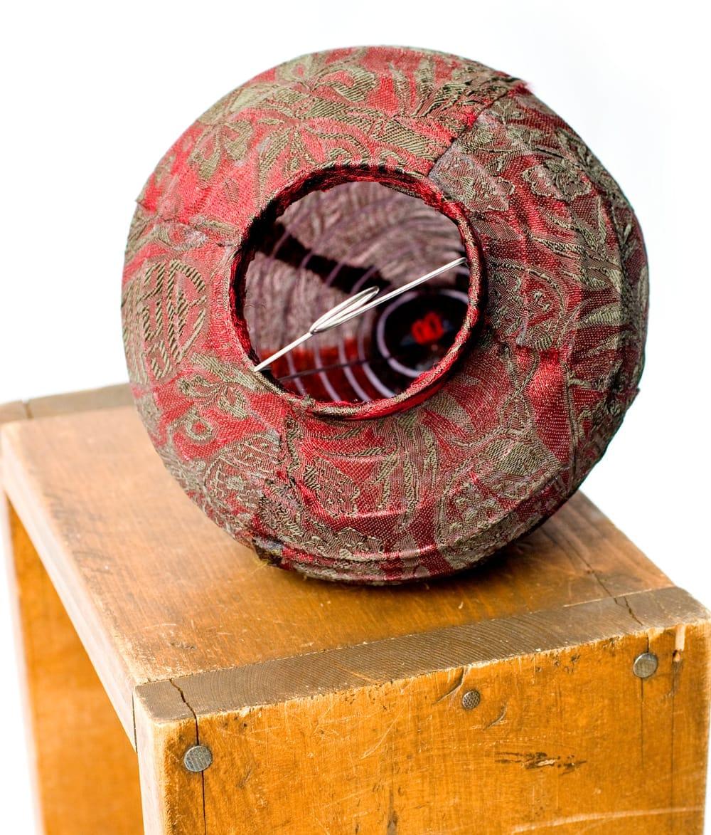 ベトナム伝統のホイアン・ランタン(提灯) - ほおずき型 小 コイルタイプ 7 - 別アングルから