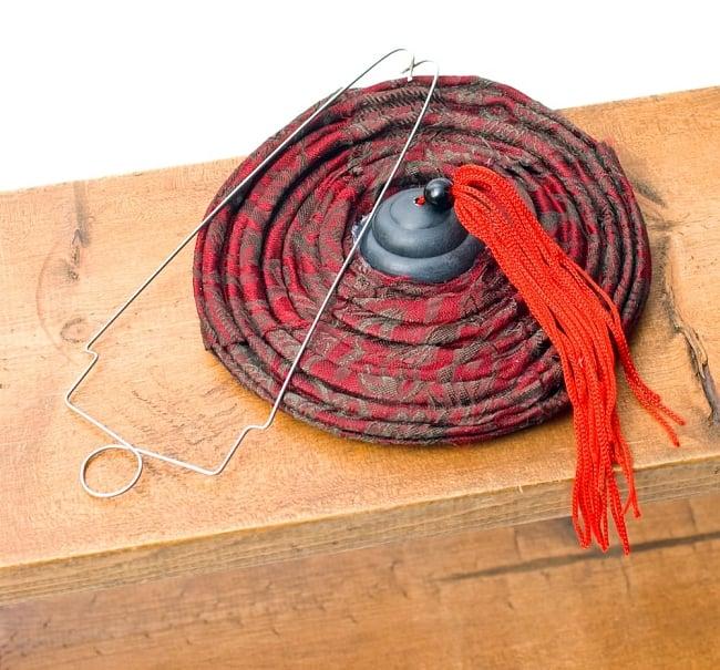ベトナム伝統のホイアン・ランタン(提灯) お椀型 小 9 - このように小さくすることが出来ます。付属の金属の枠を挿し、組み立てます。