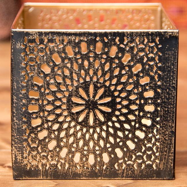 幾何学模様の透かし彫りが美しいマンダラランプ[高さ:10.5cm No.185174] 5 - 拡大してみました。非常に精巧な切り口でバリ等も殆どありません。