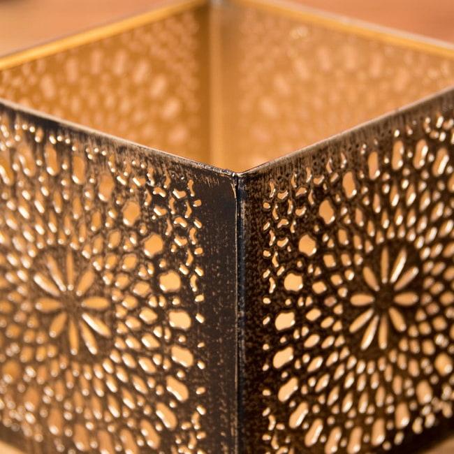 幾何学模様の透かし彫りが美しいマンダラランプ[高さ:10.5cm No.185174] 6 - 縁の様子です。上からも優しく灯りが広がります。