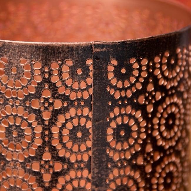 幾何学模様の透かし彫りが美しいマンダラランプ[円筒形  高さ:15cm] 6 - 縁の様子です。上からも優しく灯りが広がります。