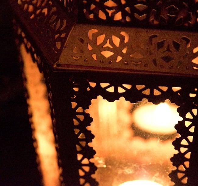 【29cm】モロッコスタイル スタンド型LEDキャンドルランタン【ロウソク風LEDキャンドル付き】 11 - 暗くして、中にキャンドルを入れてみました
