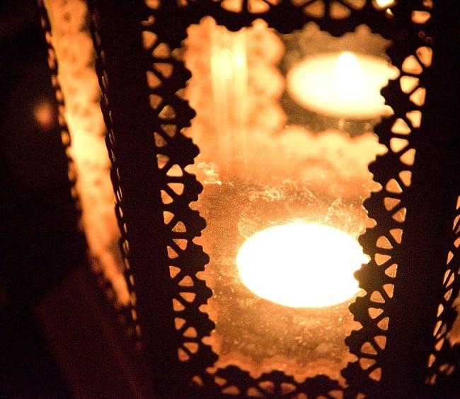 【29cm】モロッコスタイル スタンド型LEDキャンドルランタン【ロウソク風LEDキャンドル付き】 12 - 暗くして、中にキャンドルを入れてみました