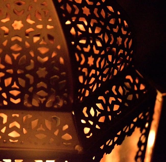 【29cm】モロッコスタイル スタンド型LEDキャンドルランタン【ロウソク風LEDキャンドル付き】 13 - 暗くして、中にキャンドルを入れてみました