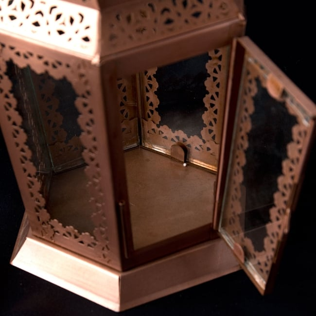 【29cm】モロッコスタイル スタンド型LEDキャンドルランタン【ロウソク風LEDキャンドル付き】 7 - 蓋を開けたところです。中にキャンドルを入れることができます