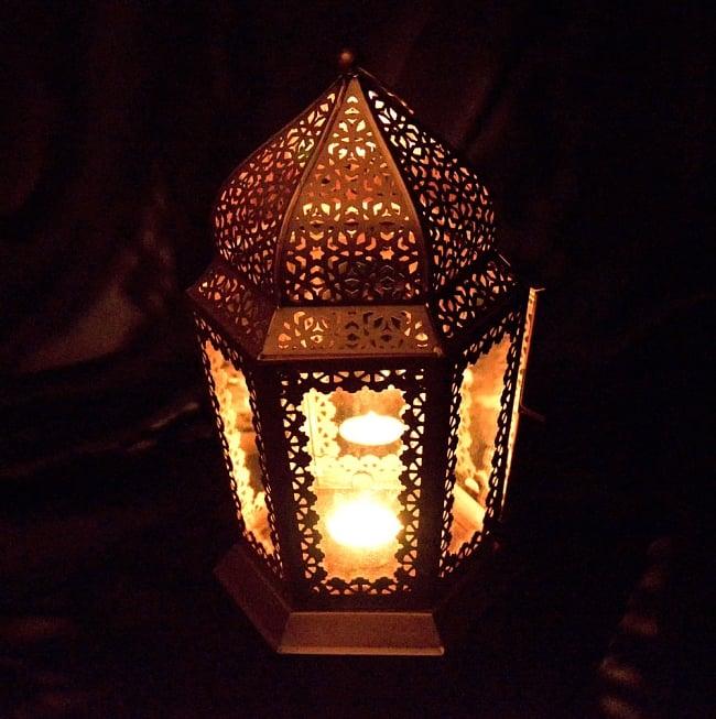 【29cm】モロッコスタイル スタンド型LEDキャンドルランタン【ロウソク風LEDキャンドル付き】 8 - 暗くして、中にキャンドルを入れてみました