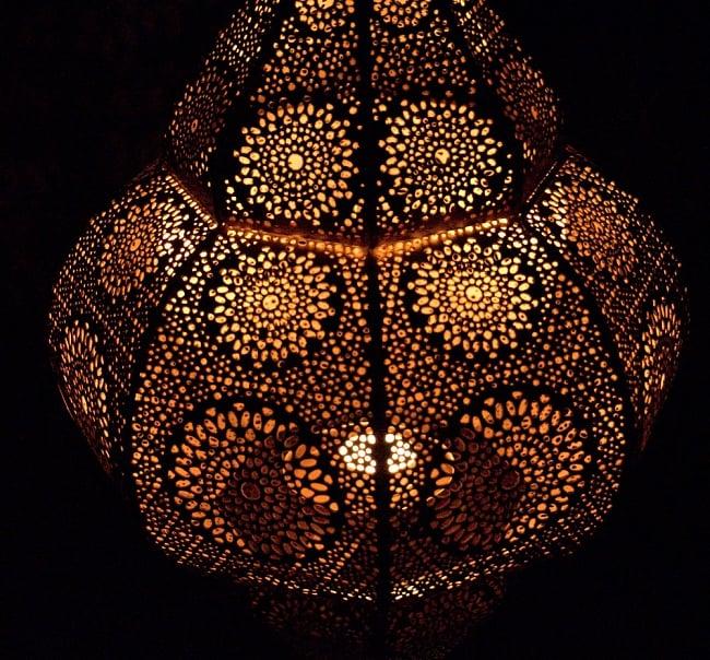 【66cm】モロッコスタイル スタンド型LEDキャンドルランタン【ロウソク風LEDキャンドル付き】 10 - 暗くして、中にキャンドルを入れてみました