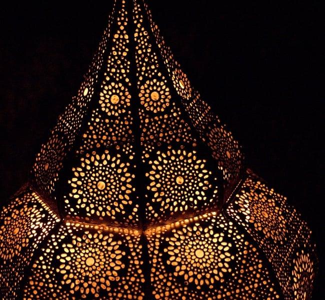 【66cm】モロッコスタイル スタンド型LEDキャンドルランタン【ロウソク風LEDキャンドル付き】 11 - 暗くして、中にキャンドルを入れてみました