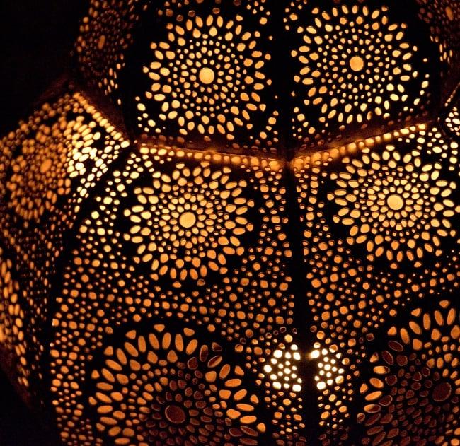 【66cm】モロッコスタイル スタンド型LEDキャンドルランタン【ロウソク風LEDキャンドル付き】 12 - 暗くして、中にキャンドルを入れてみました