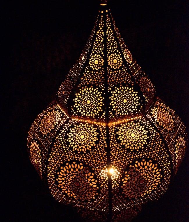 【66cm】モロッコスタイル スタンド型LEDキャンドルランタン【ロウソク風LEDキャンドル付き】 14 - 暗くして、中にキャンドルを入れてみました