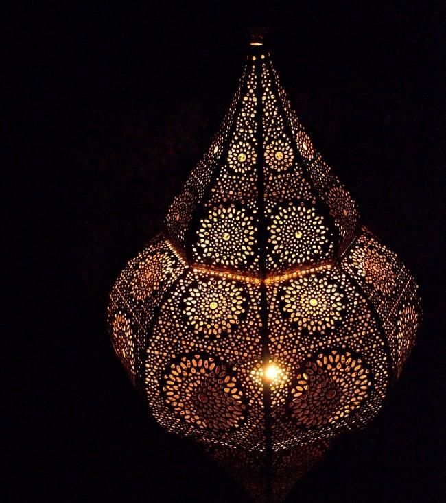 【66cm】モロッコスタイル スタンド型LEDキャンドルランタン【ロウソク風LEDキャンドル付き】 15 - 暗くして、中にキャンドルを入れてみました
